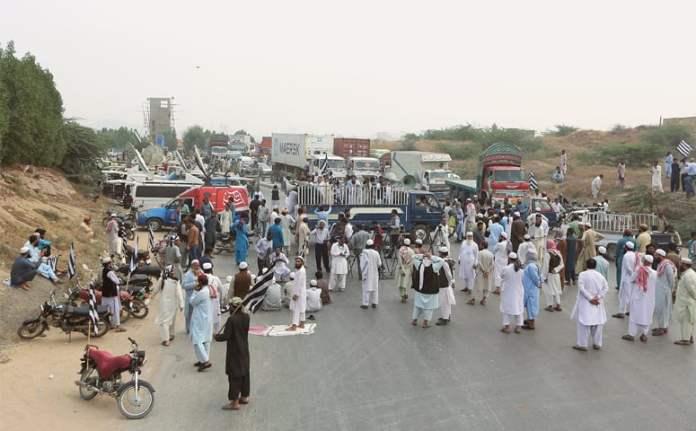 Azadi March Plan B: JUI-F blocks roads, highways across the country