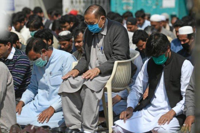Sindh imposes ban on congregational prayers until April 5