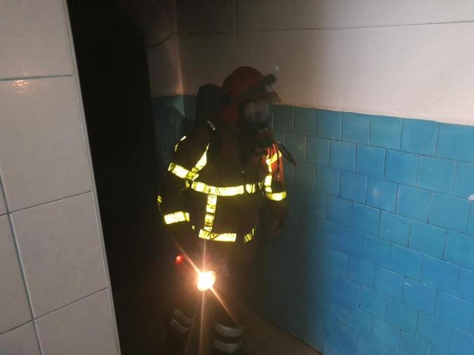 На Закарпатті горіла лікарня: пожежникам довелося евакуювати 200 людей [фото]