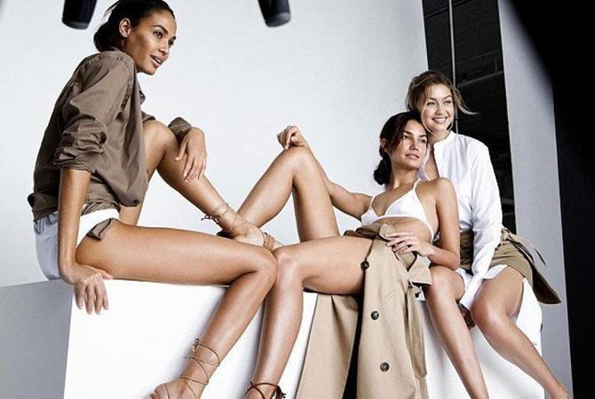 Ангелы Victoria's Secret разделись для рекламы обуви Джоан Смоллс