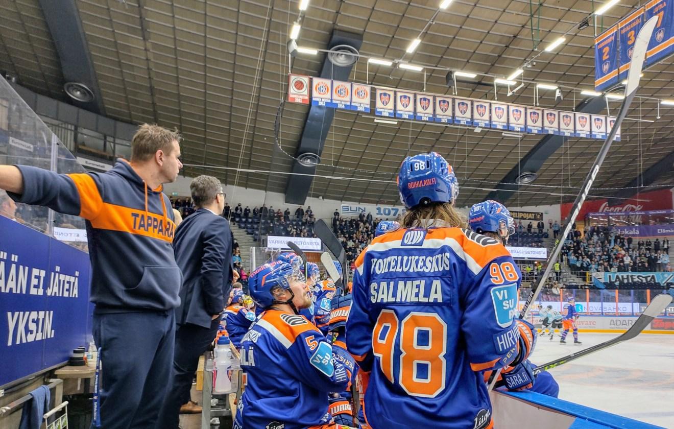 """Jussi Tapola kehui seuraan palanneen oman kasvatin otteita sekä ottelukohtaisella sopimuksella tullutta Saku Salmelaa: """"Tiedettiin, mitä saadaan"""""""