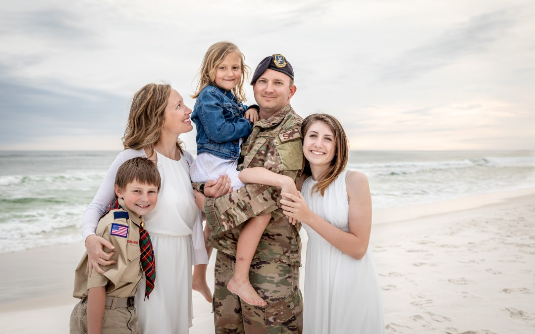 military-family-photos-on-boardwalk