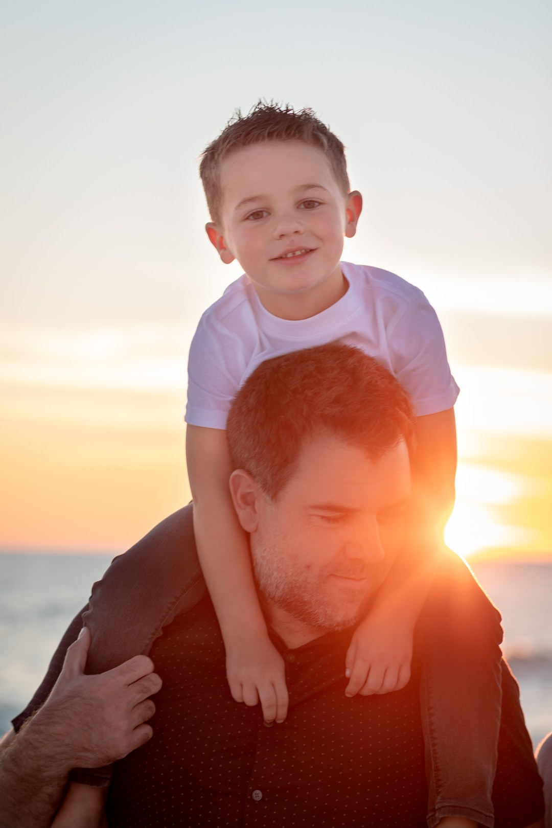 Okaloosa Island family photos of son on dads shoulders