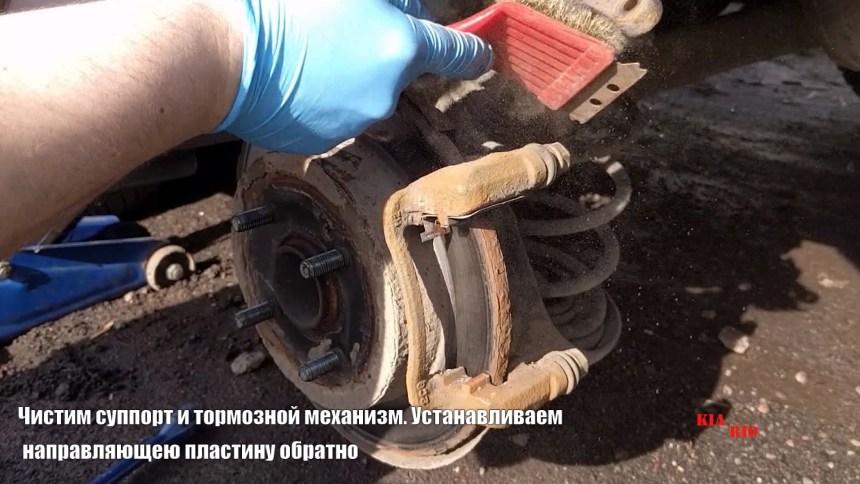 Замена задних тормозных колодок КИА Рио 3 своими руками