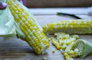 Avocado Corn Salad - cut corn horizontally | kickassbaker.com #sweetcorn #cornsalad #avocadocornsalad #summersalad #refreshing #crispsalad #balsamicreduction