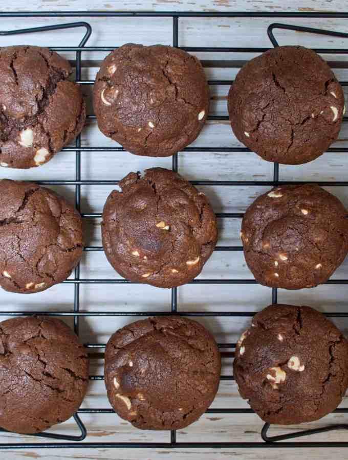 White chocolate chip chocolate cookies | kickassbaker.com #whitechocolatechipcookies #whitechocolate #chocolatechocolatechip #heavenlycookies #kickassbaker