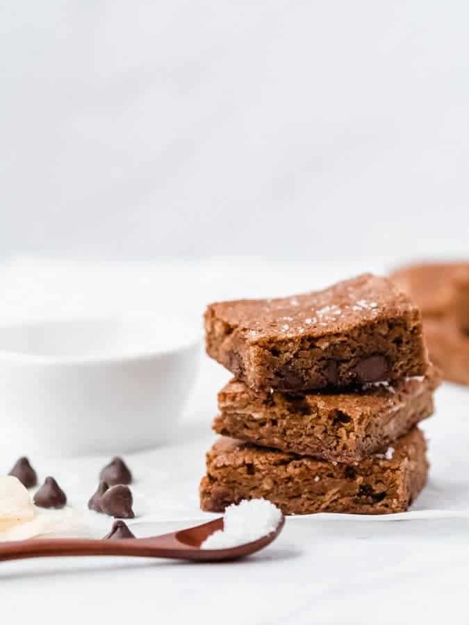 Sweet & Salty Brown Butter Blondies   kickassbaker.com #blondies #brownbutter #sweetandsalty #potatochips #chips #milkchocolate #chocolatechips #chocolate #brownies #kickassbaker