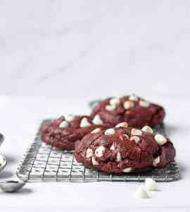 Red Velvet Cookies | kickassbaker.com #redvelvet #cookies #valentinesdayrecipes #vday #love #kickassbaker #cookierecipes #valentines #treat