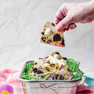 White Chocolate Oreo Easter Bark | kickassbaker.com #whitechocolate #easter #treats #bark #dessert #holiday #holidays #kidfriendly #nonuts #nutfree #peanutfree #oreo