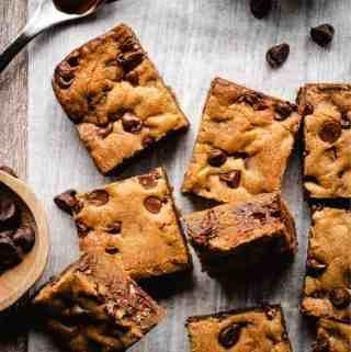 Chocolate Chip Blondies| kickassbaker.com pin for pinterest