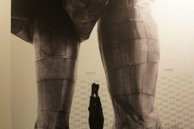 Handstands on Soviet statues Borisov MMOMA