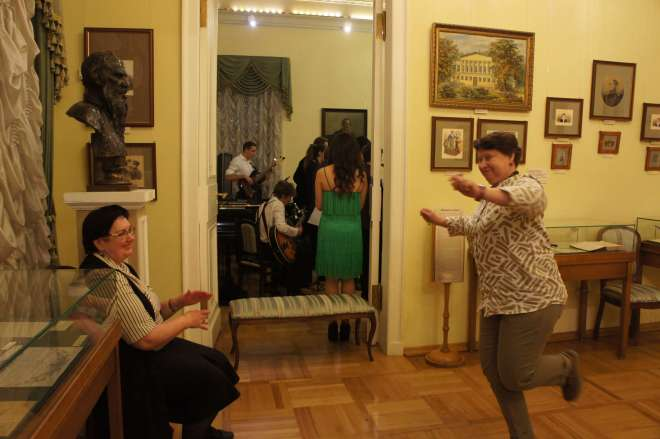 Dancing at the Tolstoy museum Moscow