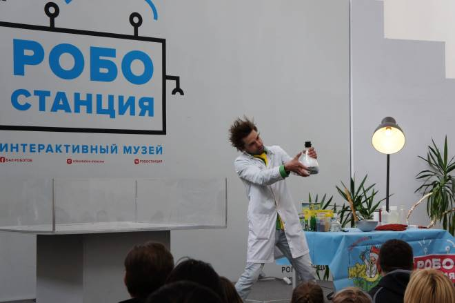 Science robot show at Robostansiya VDNH Moscow