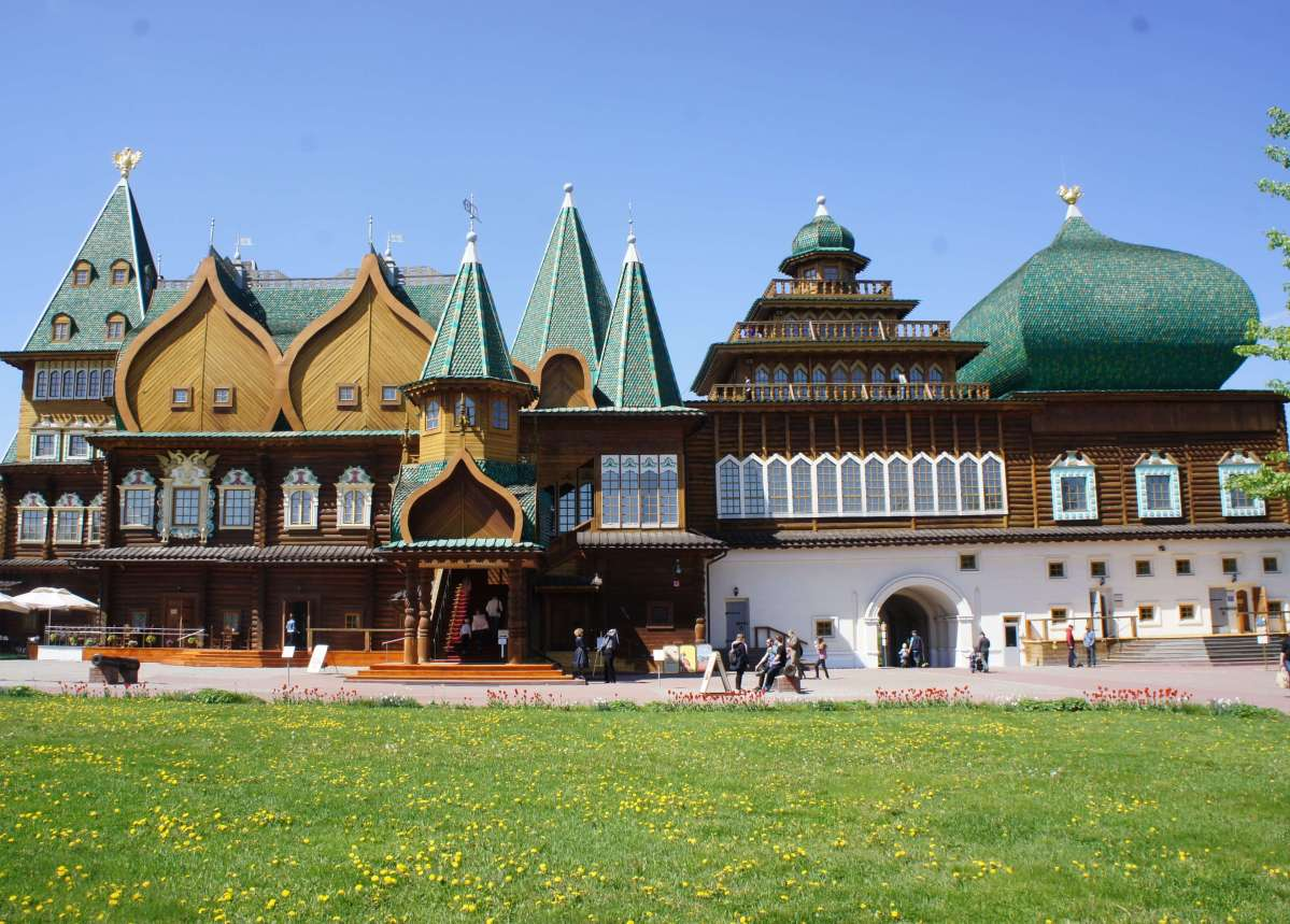 Discovering the wooden palace of Tsar Alexei Mikhailovich at Kolomenskoye in Moscow