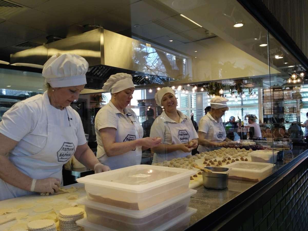 Lepim i Varim: eating at a pelmeni restaurant in Moscow