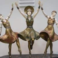 Fling out two hands at the Moscow Art Deco Museum