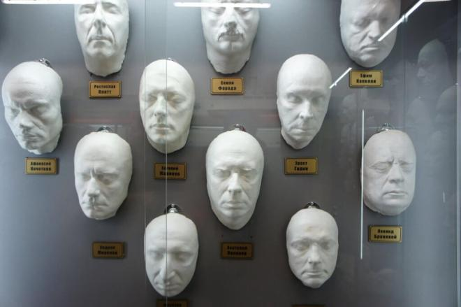 Plastercasts of a number of famous Russian actors faces