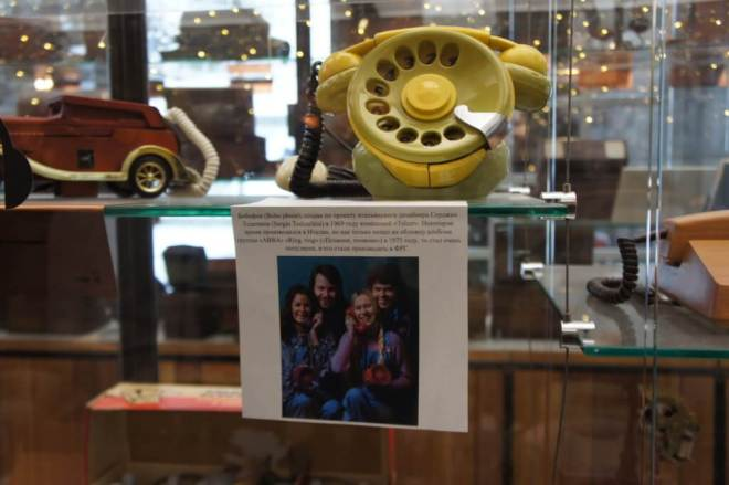 A photo of ABBA holding telephones, and the same model telephone at the Museum of Telephone History Moscow