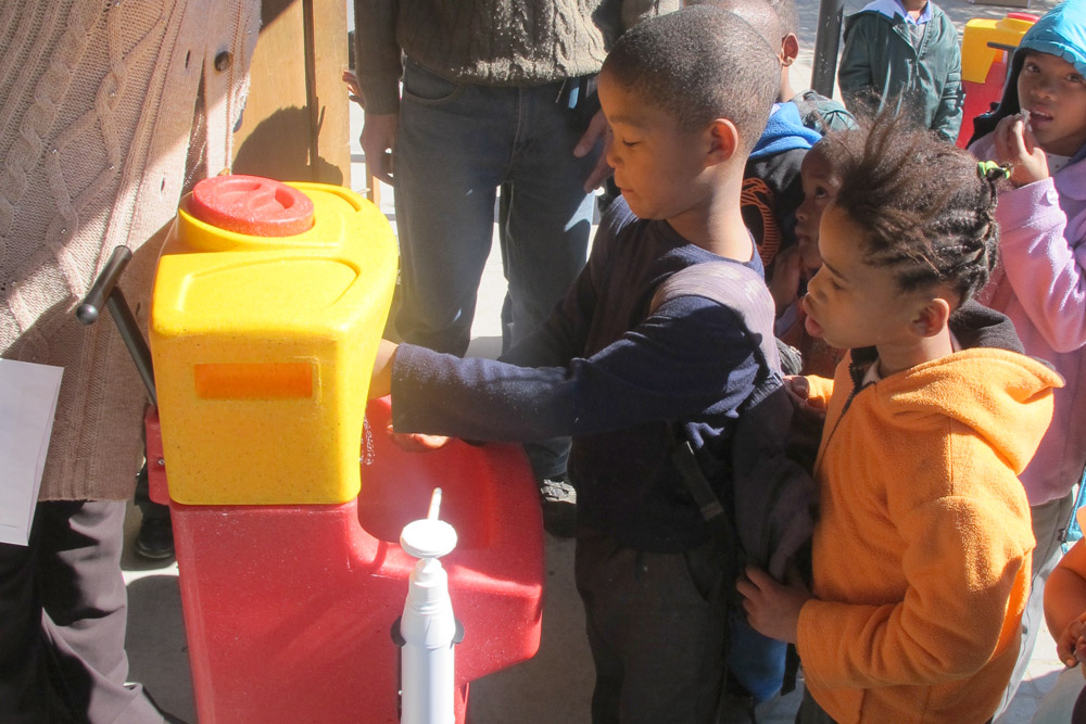 South Africa: teaching effective handwashing techniques – with a minimum amount of water