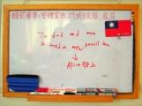 前 2 個月 Alice 的筆袋拉鍊損壞,她藉白板向我們提出需求,我們即刻受理這項「需要」~