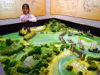 Ann 和「陽明海洋文化藝術館」展示的三國赤壁大戰勢力分布模型~