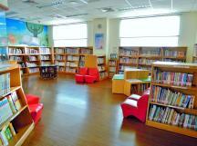 萬里圖書館的兒童閱覽室,屬密閉式的空間。每逢假日,都會舉辦兒童相關的閱讀活動,深受 2A 喜愛~