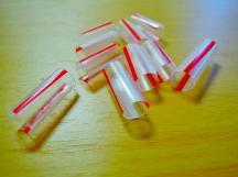 將吸管依據紙條數量裁剪成小套環