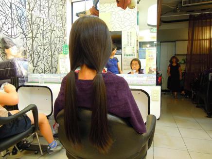 讓 Ann 調適心情,準備從夢幻長髮改變成為有特色的短髮~
