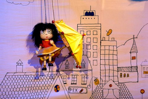 """Puppetry from Slovenia in """"My Umbrella Is A Balloon, Too!"""""""