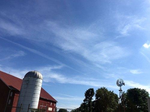 sugarloaf_barn_sky