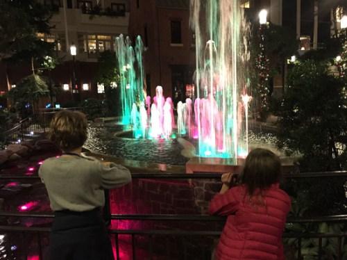 natlharborxmas_fountain