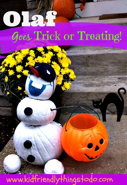 Olaf from Frozen on Halloween! What an awesome way to decorate your porch for Halloween! The trick or treaters wil go crazy!