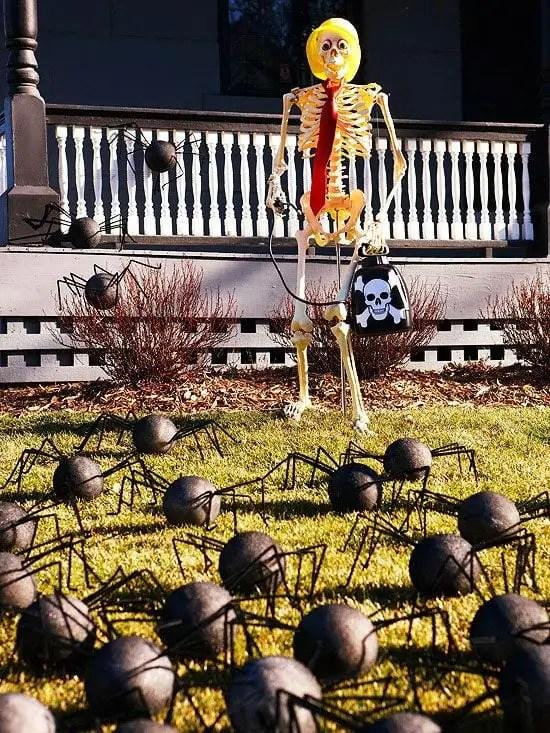 Hilarious Skeleton Yard Displays for Halloween