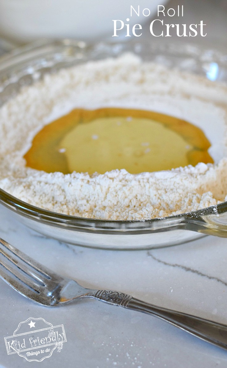 NO ROLL Pie Crust! Easy, flaky, delicious pie crust - perfect for holiday baking. www.kidfriendlythingstodo.com