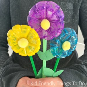 Water Bottle Flowers Craft for Kids - Easy to do and perfect for Mother's Day, spring or summer crafts - KidFriendlyThingsToDo.com