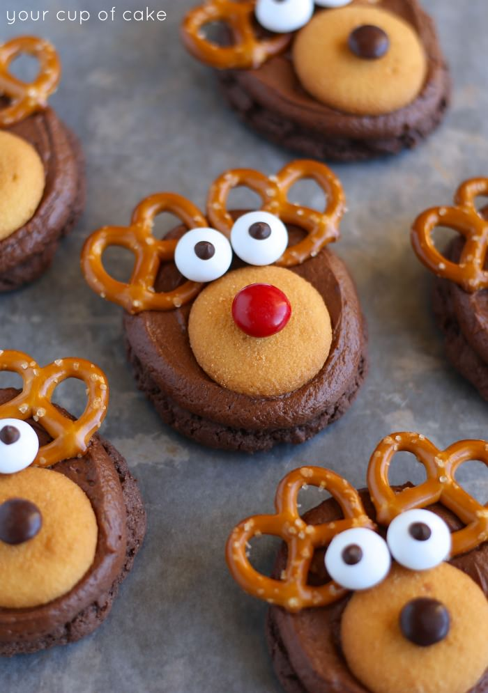 21 of the most simple, adorable and yummy looking Christmas cookies for the kids to help make! www.kidfriendlythingstodo.com