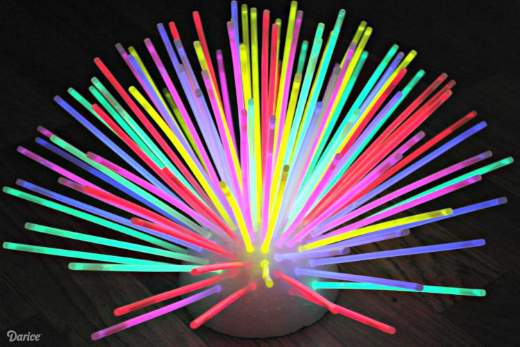 glow-Glow In the Dark Party Ideas for a Fun New Year's Eve With the Kids, Teenagers and Adults - www.kidfriendlythingstodo.com