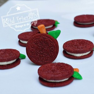 Make a Simple and Fun Apple Food Craft Treat from an Oreo Cookie - Perfect for a fall harvest party! www.kidfriendlythingstodo.com