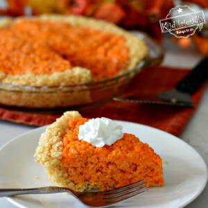 Make Fun and Easy Pumpkin Pie Rice Krispies Treats this Fall or Thanksgiving for the kids! Surprise everyone with this adorable dessert recipe. This is so much fun and delicious too! DIY - www.kidfriendlythingstodo.com