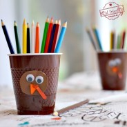 Adorable and Easy DIY Turkey Coloring Cups for the Kids at the Thanksgiving Table