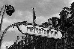 trouver une nounou à paris  : photo d'une plaque Metrotoutain