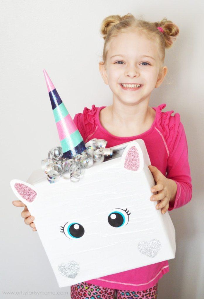 Boite sous forme de licorne en guise de cadeau de saint valentin pour enfant