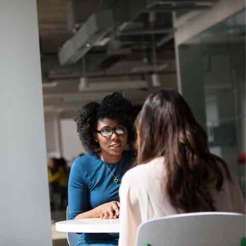 Entretien entre une candidate et une recruteuse