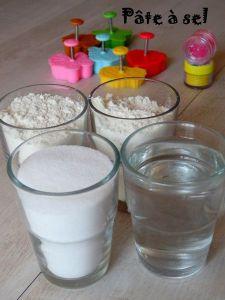 Activite pour enfant : deux verres de farine, un verre d'eau, un verre de sel