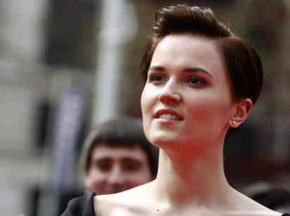 'Divergent' Author Veronica Roth Announces Campaign To Give Books To Underprivileged Kids