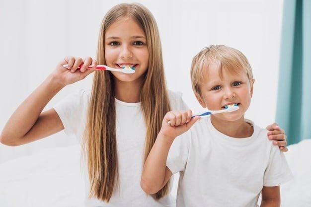 βούρτσισμα των δοντιών των παιδιών