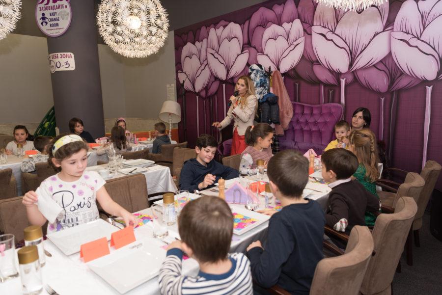 Добри обноски на маса за деца и родители