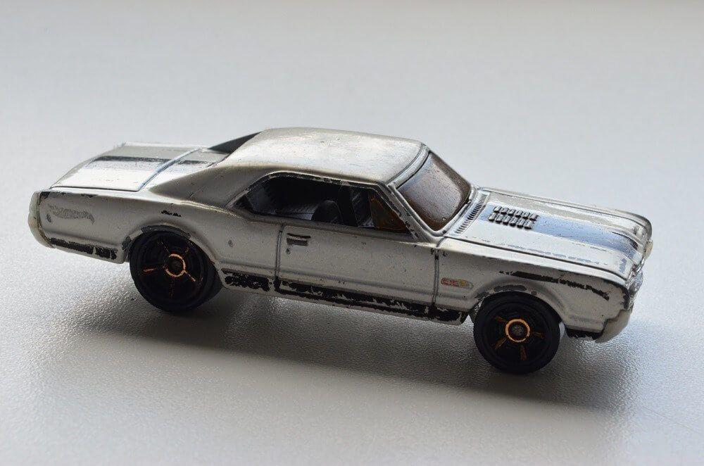 Hot Wheels white black '67 Oldsmobile