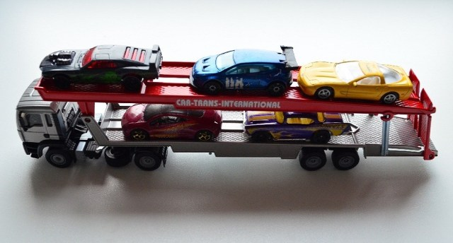 Siku-Car-Transporter-With-Cars