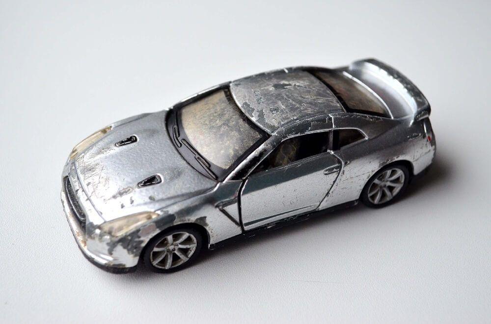 Damaged by play Maisto 1:43 Nissan GTR